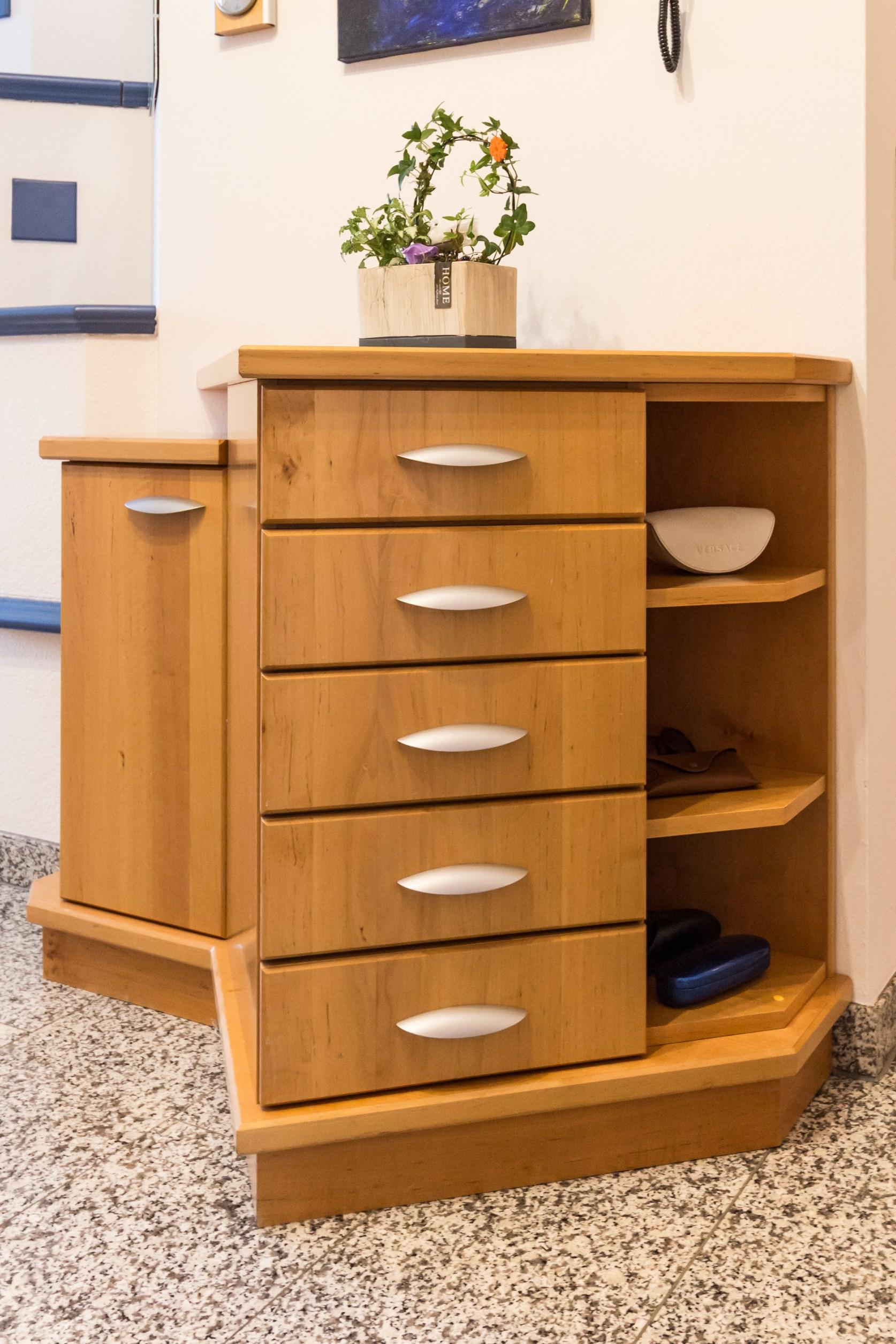 gro z giger vorraum wohnen holz. Black Bedroom Furniture Sets. Home Design Ideas
