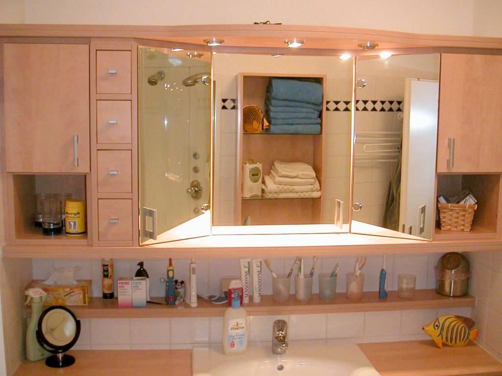 familienbad mit stauraum und design wohnen holz. Black Bedroom Furniture Sets. Home Design Ideas